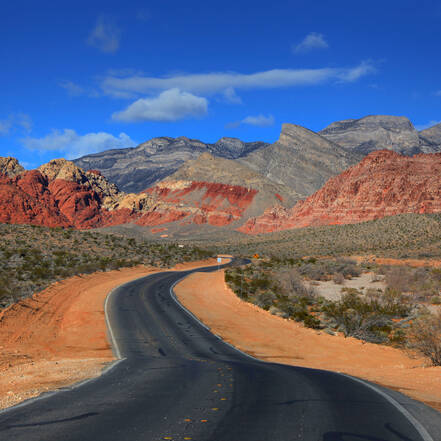 De weg door de Red Rock Canyon