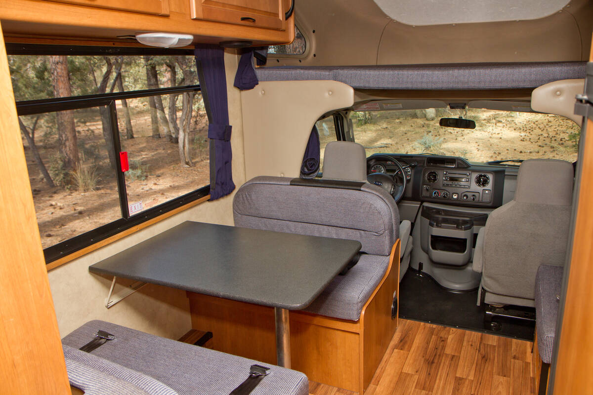 Familie Camper 19 Ft Van Cruise America