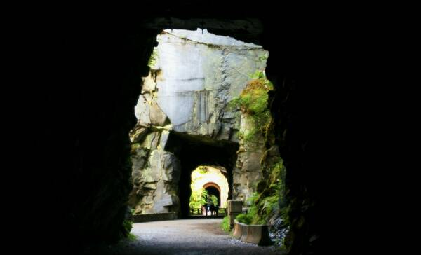 Othello Tunnels liggen in Coquihalla Provincial Park bij Hope